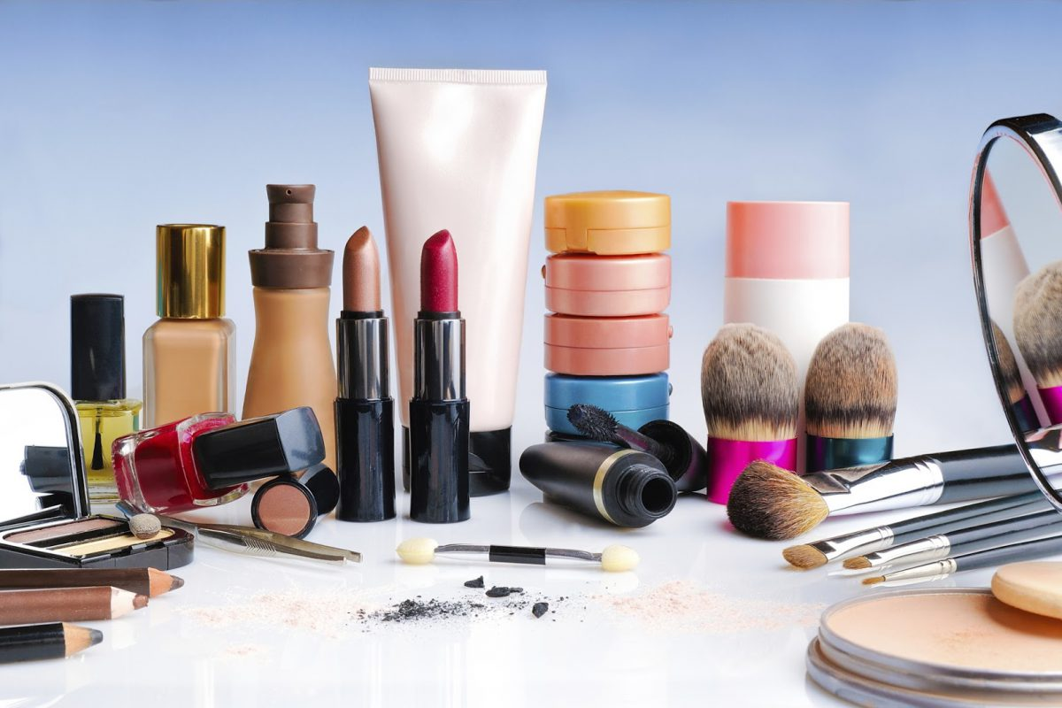 Produse de machiaj şi de îngrijire a pielii